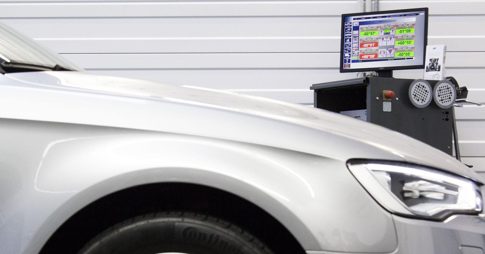 APi Digitalannahmesroboter R3000 für die berührungslose Fahrwerksvermessung